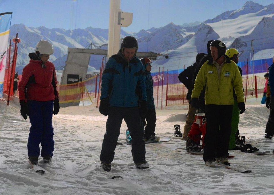 Go Ski Go Board skiing lesson. Copyright racer-ready.co.uk
