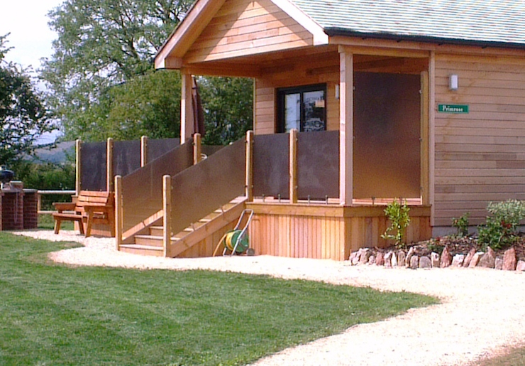 Primrose log cabin, Tor Farm. Image courtesy of Tor Farm