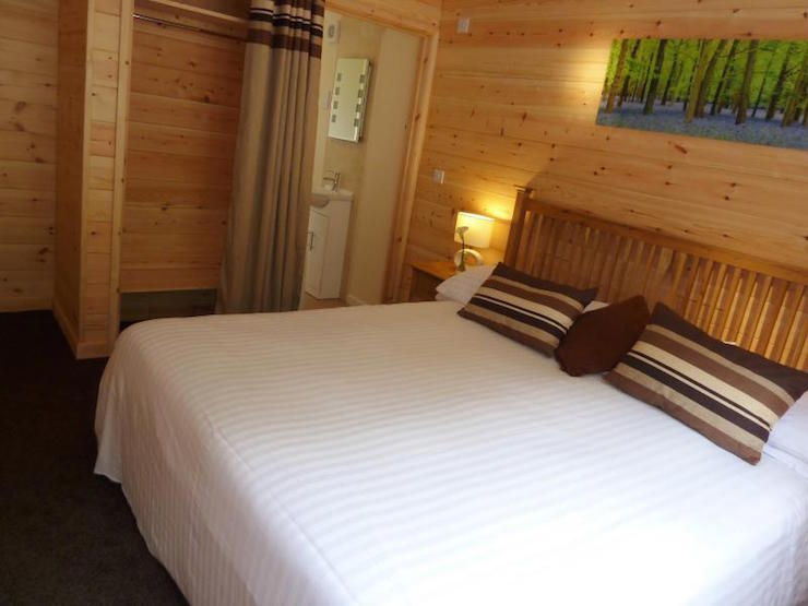 Trevano Lodge bedroom, Coobe Mill. Image courtesy of Coombe Mill