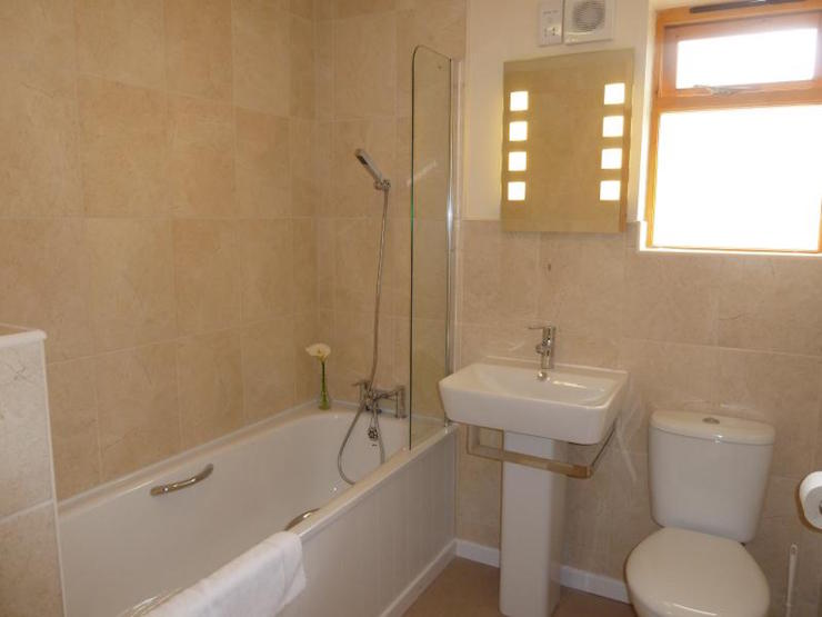 Trevano Lodge family bathroom, Coombe Mill. Image courtesy of Coombe Mill.