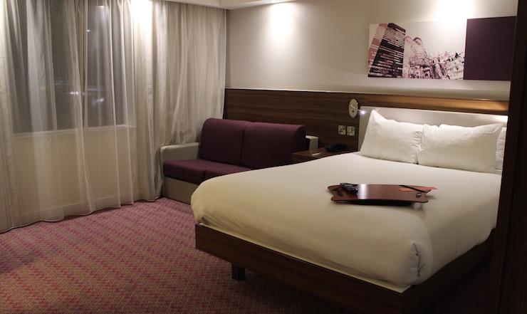 Queen Corner Room With Sofa Bed, Gatwick Hampton by Hilton hotel. Copyright Gretta Schifano