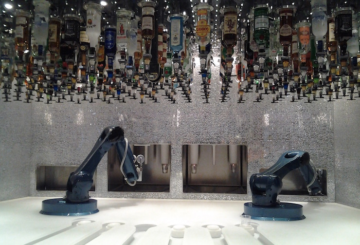 Anthem of the Seas robot bartenders. Copyright Lorenza Bacino