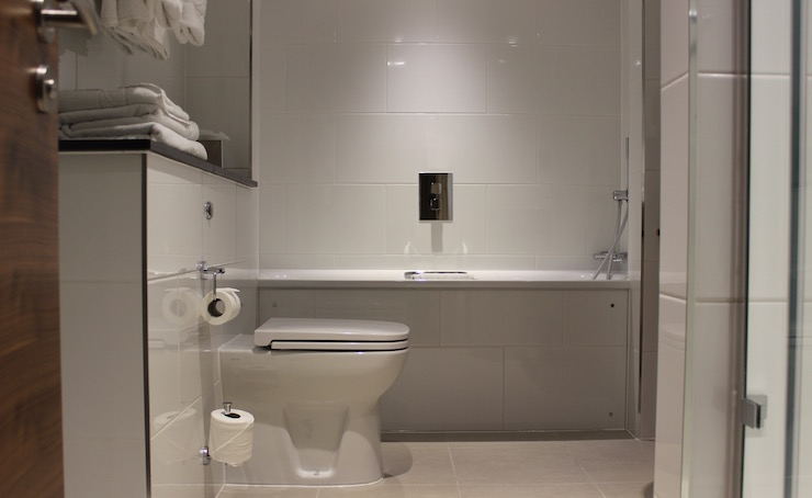 Executive King Room bathroom, Amba Hotel Marble Arch. Copyright Gretta Schifano