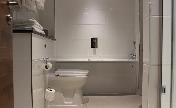 Executive King Room bathroom, Amba Hotel Marble Arch. Copyright Gretta Schifano