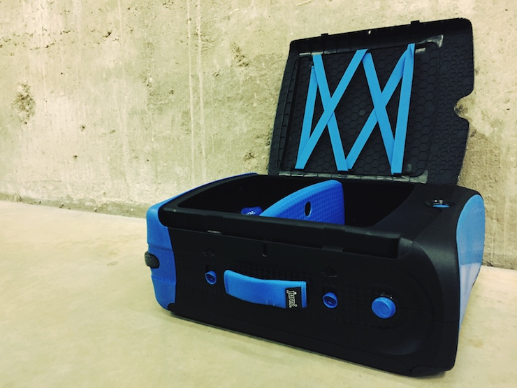 Jurni suitcase with divider. Copyright Lara Downie