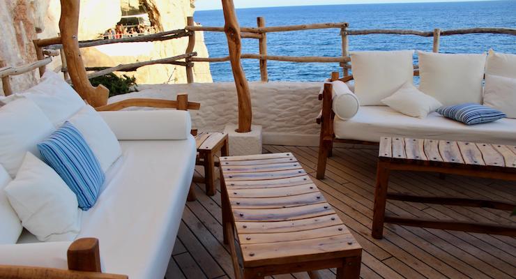 VIP area, Cova d'en Xoroi, Menorca. Copyright Gretta Schifano