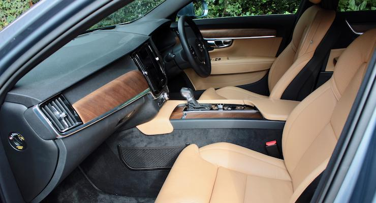 Front seats of Volvo V90 D5 Inscription. Copyright Gretta Schifano