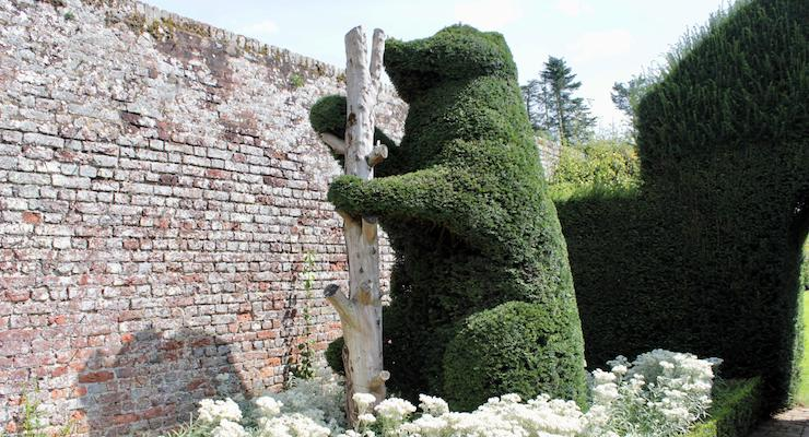 Bear topiary at Penshurst Place. Copyright Gretta Schifano