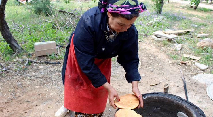 Traditional bread making at Dar Zaghouan, Tunisia. Copyright Gretta Schifano